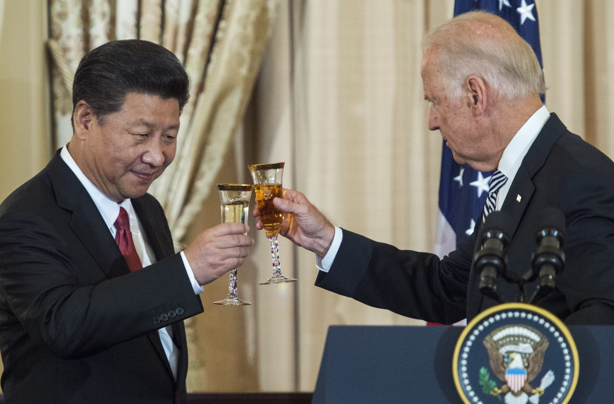 President Joe Biden and Chinese President Xi Jinping toast during a luncheon on Sept. 25, 2015 at the Department of State. (Paul J. Richards/AFP via Getty Images)