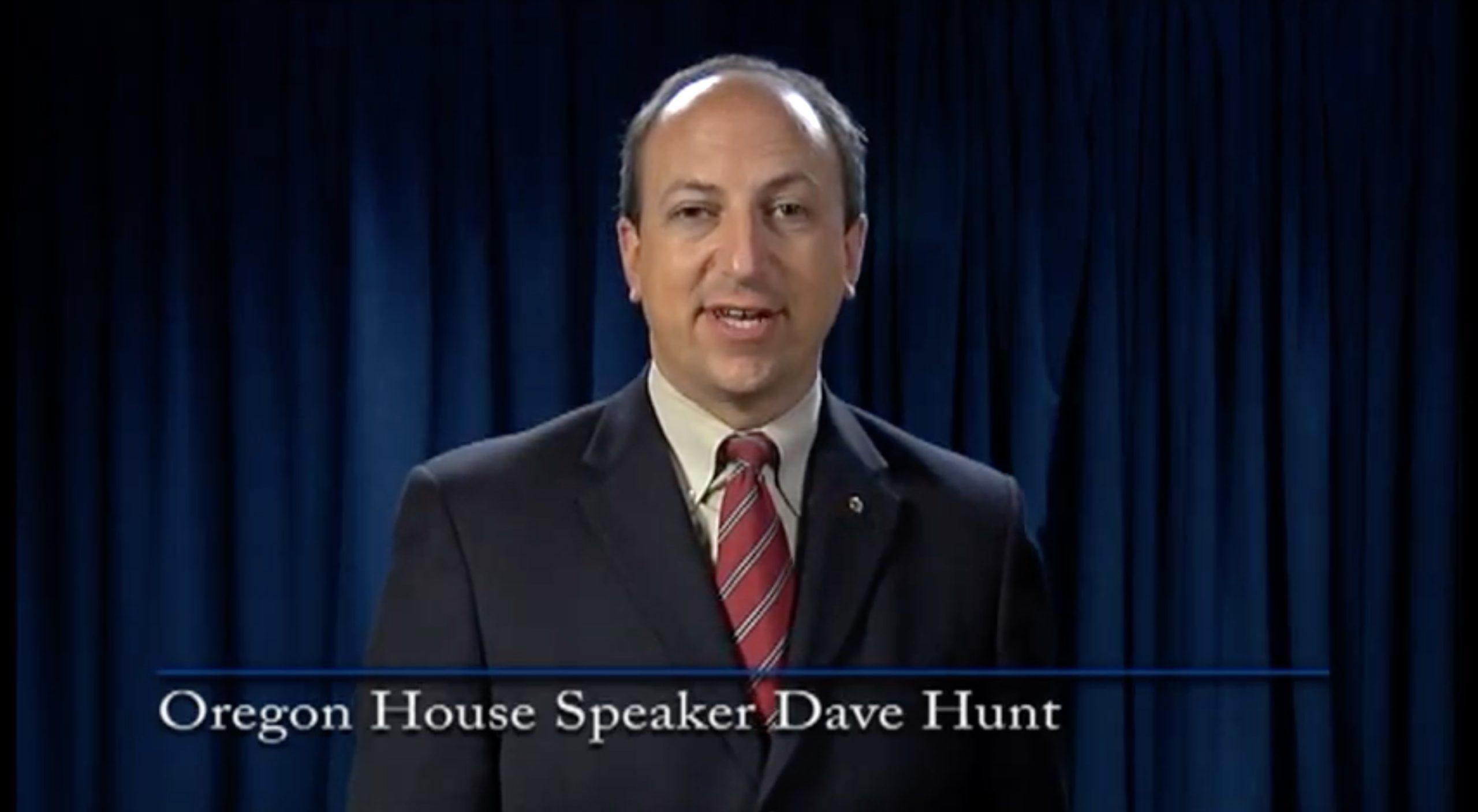 Former Democratic House Speaker of Oregon Dave Hunt accepts a legislative award in 2010. (SALDEF/Video screenshot/YouTube)