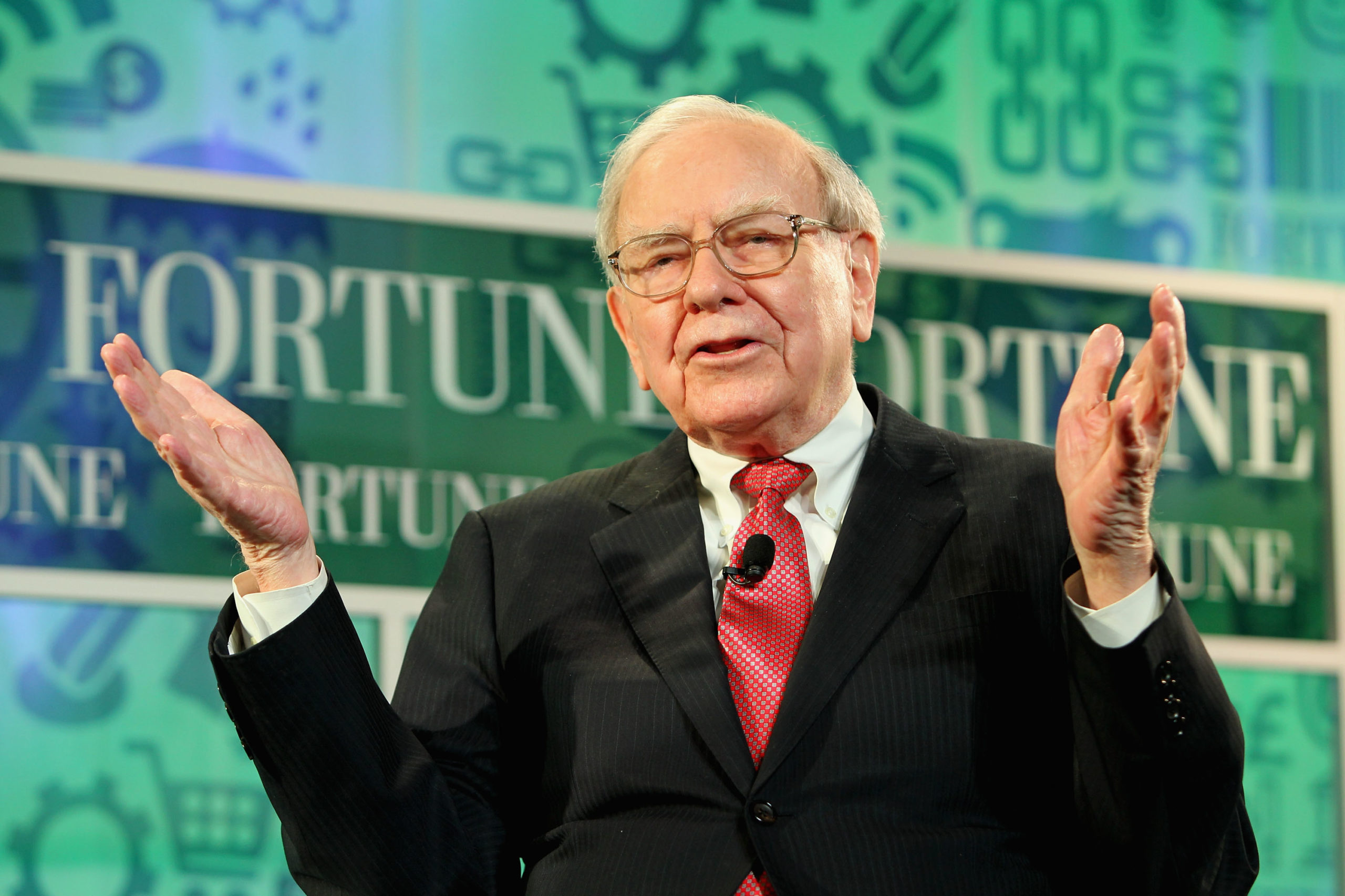 Warren Buffett speaks onstage at a Fortune summit on Oct. 16, 2013 in Washington, D.C. (Paul Morigi/Getty Images for Fortune)