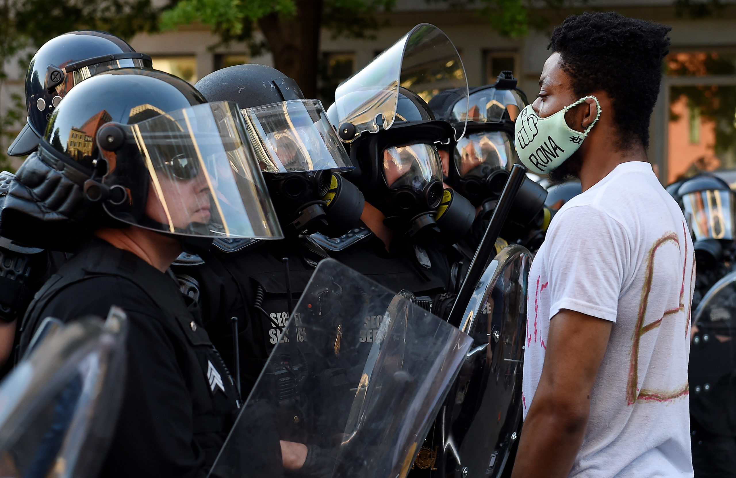 A row of police officers face off with demonstrators outside the White House to protest the death of George Floyd, who died in police custody in Minneapolis, in Washington, DC, on June 1, 2020.
