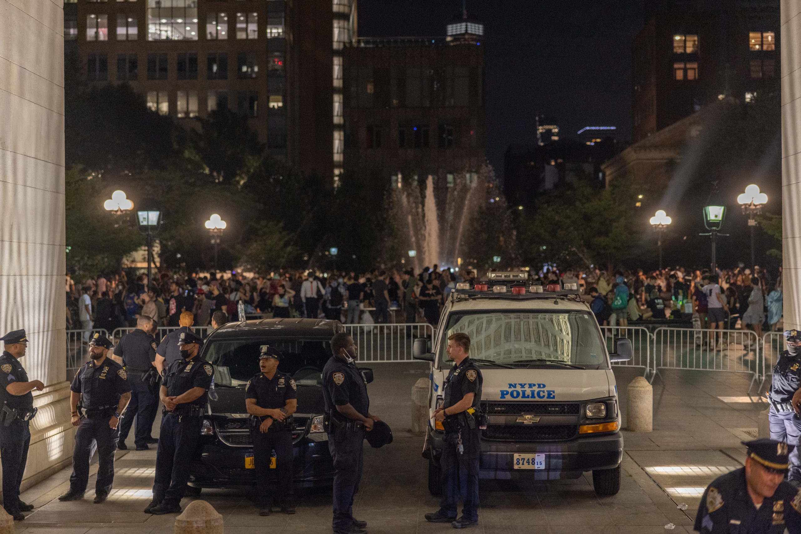 Police set up a perimeter beneath the archway of Washington Square Park on June 18, 2021 in New York City. (Photo by Alex Kent/Getty Images)