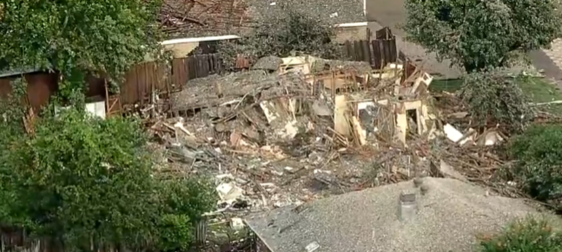 Picture of the house that exploded. [Website:Screenshot:Fox 4]