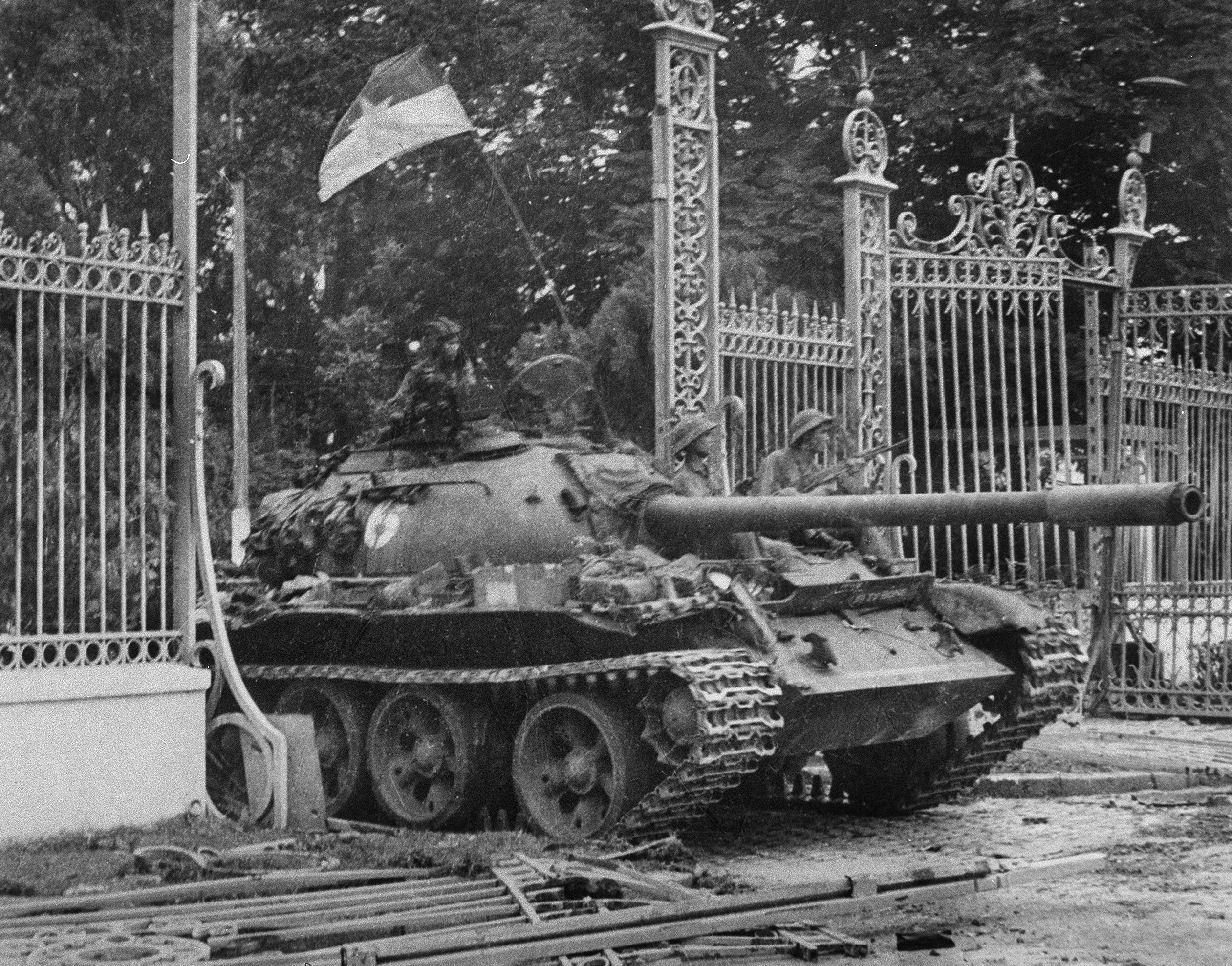 A picture taken on April 30, 1975 in Saigon shows a tank of the North Vietnamese Army (NVA) smashing in the gate of the South Vietnamese presidential palace, South Vietnamese government's last stronghold. (BW only). AFP / VNA (Photo by - / VNA / AFP) (Photo by -/VNA/AFP via Getty Images)