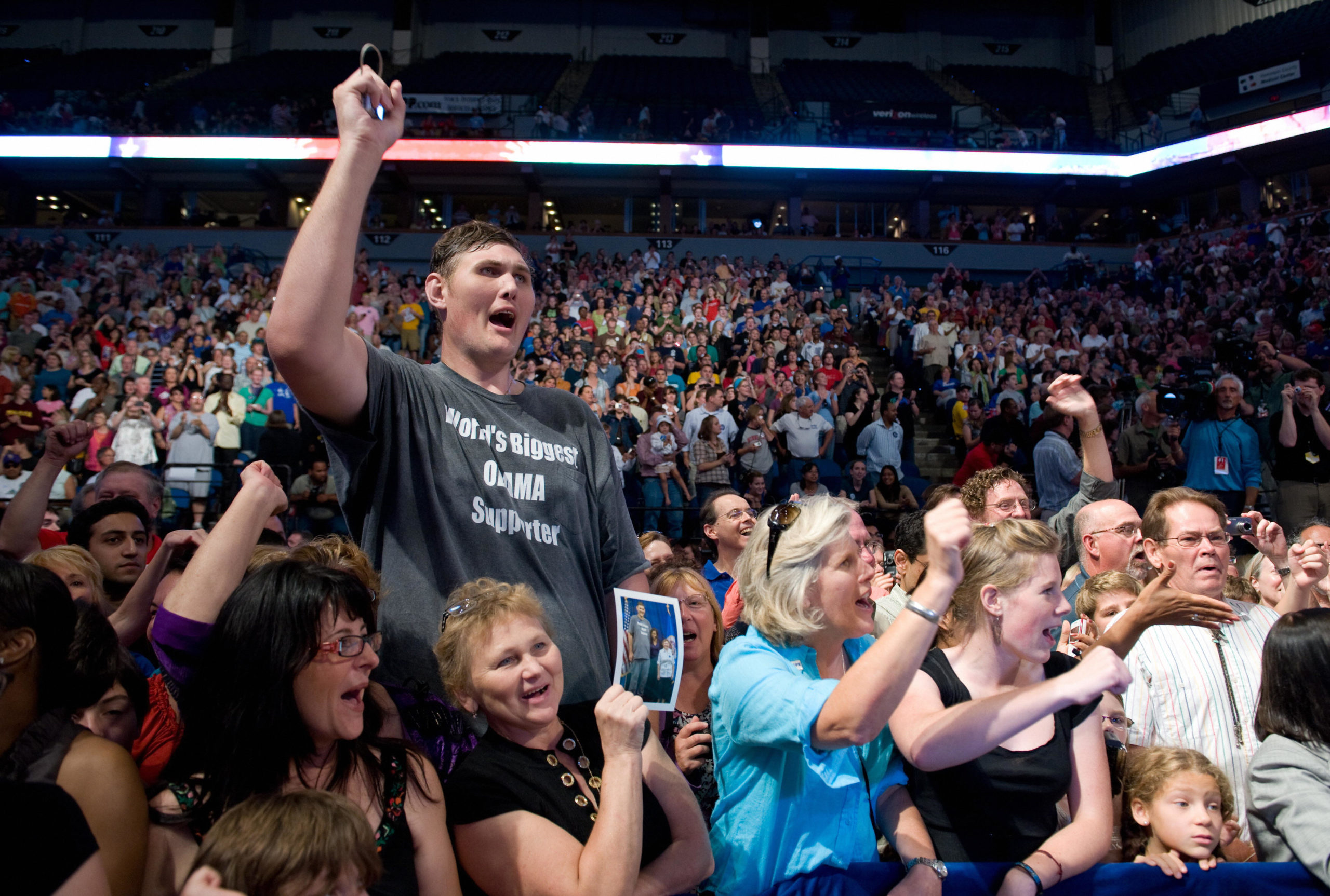 Seven-foot, 8-inch (2.3-meter) Igor Vovkovinskiy, 27, of Rochester, Minnesota, cheers as US President Barack Obama arrives to speak about healthcare reform during a rally at the Target Center in Minneapolis, Minnesota, September 12, 2009. AFP PHOTO / Saul LOEB (Photo credit should read SAUL LOEB/AFP via Getty Images)