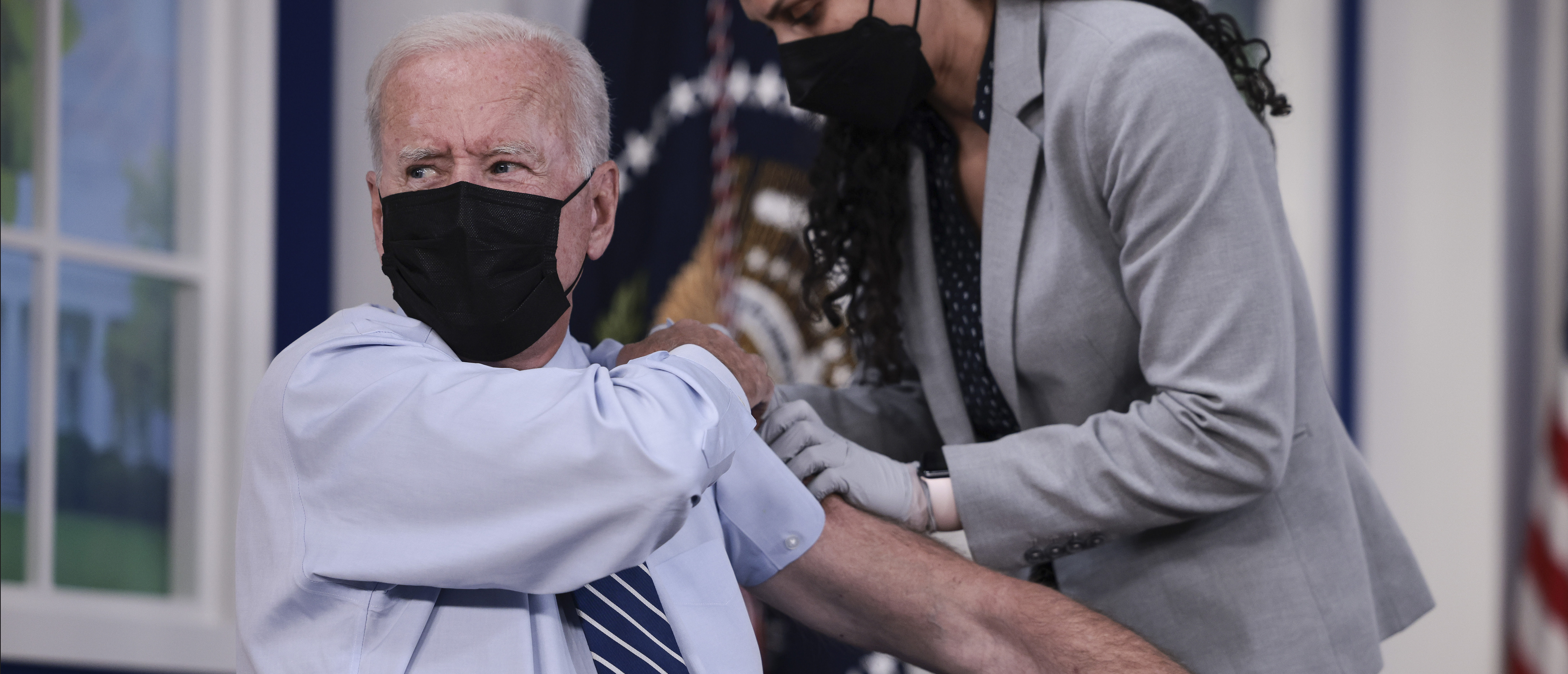 U.S. President Joe Biden rolls up his sleeve before receiving a third dose of the Pfizer/BioNTech Covid-19 vaccine in the South Court Auditorium in the White House September 27, 2021 in Washington, DC. (Photo by Anna Moneymaker/Getty Images)