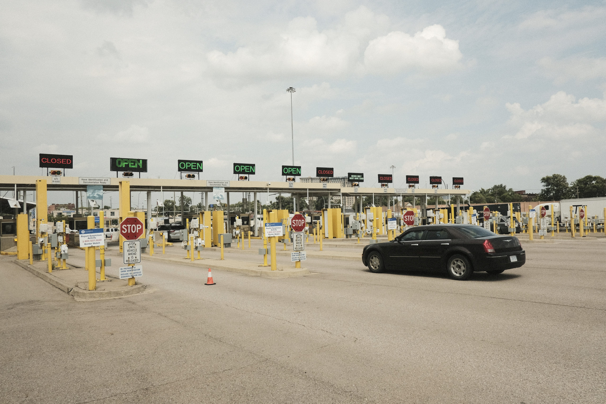DETROIT, MI - AUGUST 09: A vehicle enters the Ambassador BrIdge Port of Entry to cross into Canada, which has opened its borders to U.S. citizens who can provide proof of vaccination and a negative Covid-19 test on August 9, 2021 in Detroit, Michigan. The border had been closed to non-essential travel since March 2020. (Photo by Matthew Hatcher/Getty Images)